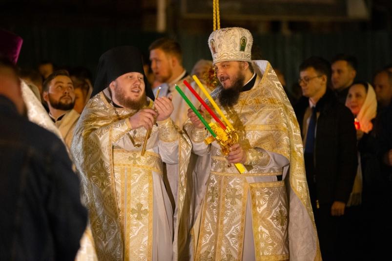 Владивосток встретил Пасху с новым митрополитом и новым губернатором