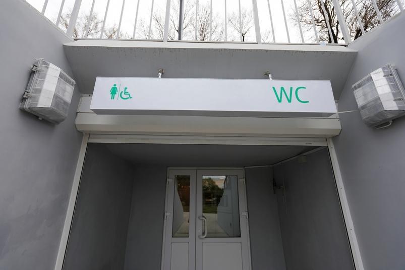 Долгожданный туалет за 12 млн по федеральной программе открылся во Владивостоке 1 мая