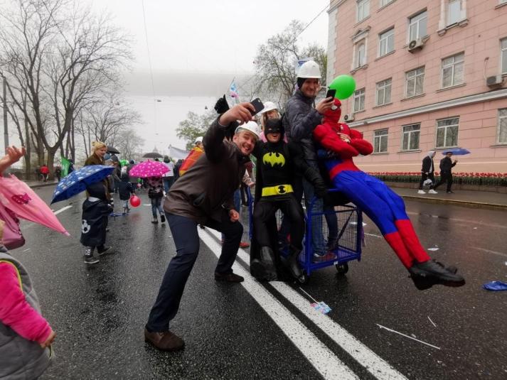 Первомайское шествие во Владивостоке глазами горожан (Фото. Видео)