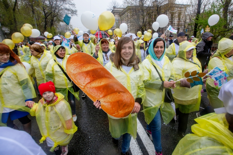 Только вперед: «Владхлеб» встретил День Весны и Труда ярким шествием