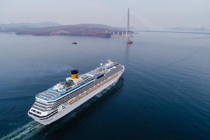 Владивосток торжественно встретил круизный лайнер Costa Serena