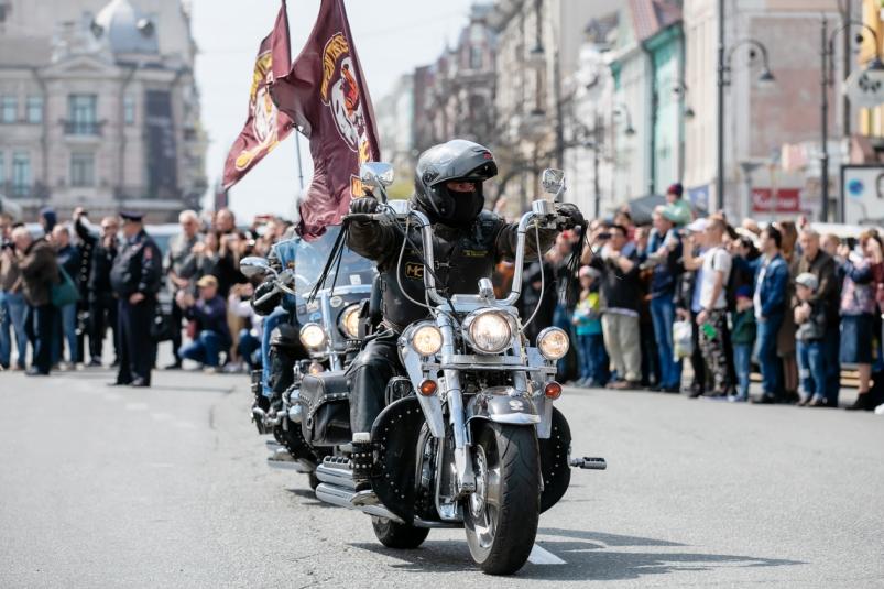Пыль дорог и ветра свист - во Владивостоке прошло открытие байкерского сезона