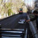 Во Владивостоке начали асфальтировать внутриквартальные дороги