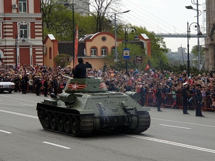Военная мощь и многотысячное шествие: парад Победы вызвал большой ажиотаж во Владивостоке