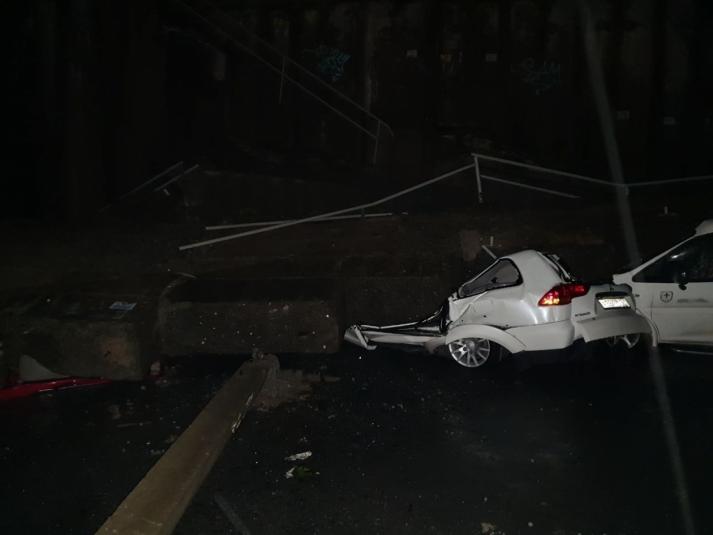 Огромная подпорная стена рухнула на ряды автомобилей во Владивостоке (ФОТО, ВИДЕО)