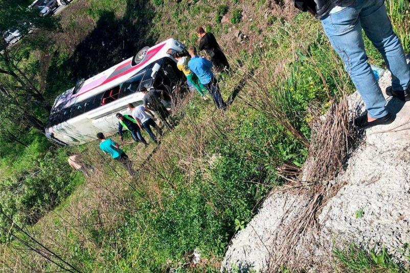 В Приморье перевернулся автобус с китайскими туристами: двое погибших (ВИДЕО)