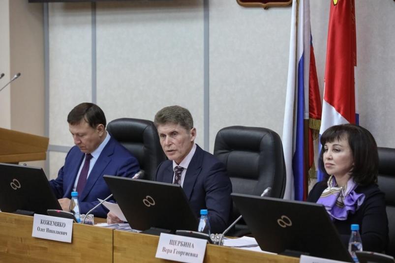Эксперты оценили риски и возможности перехода на правительство в Приморье