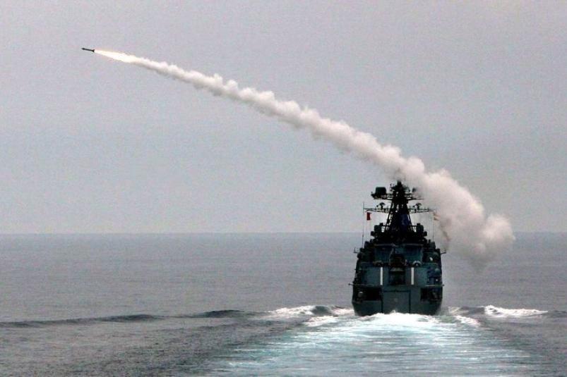 Крейсер США пошел наперерез кораблю ТОФ
